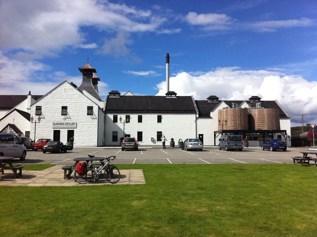 Dalwhinnie Distillery / Photo: Flickr - bazzargh