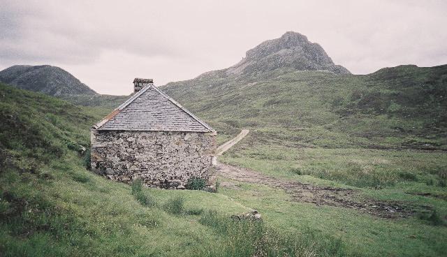 Larig Leacach Bothie. Photo: Pip Rolls/Wikimedia
