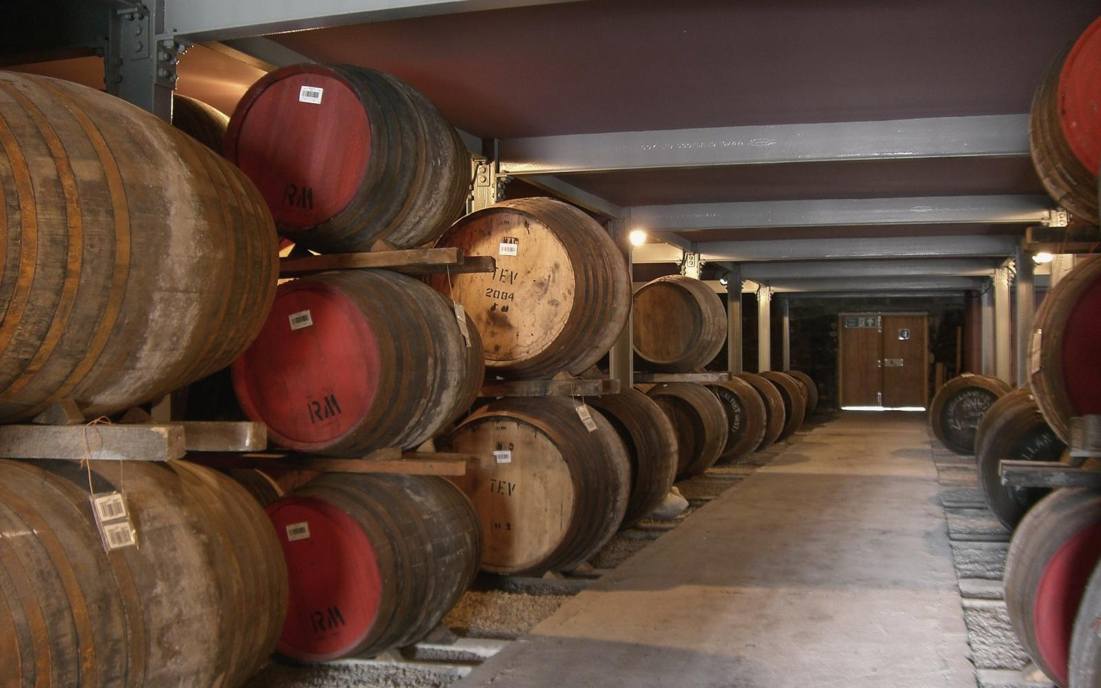 Whisky barrels in Craigellachie at the Macallan Distillery - Photo: Wikicommons / Christian