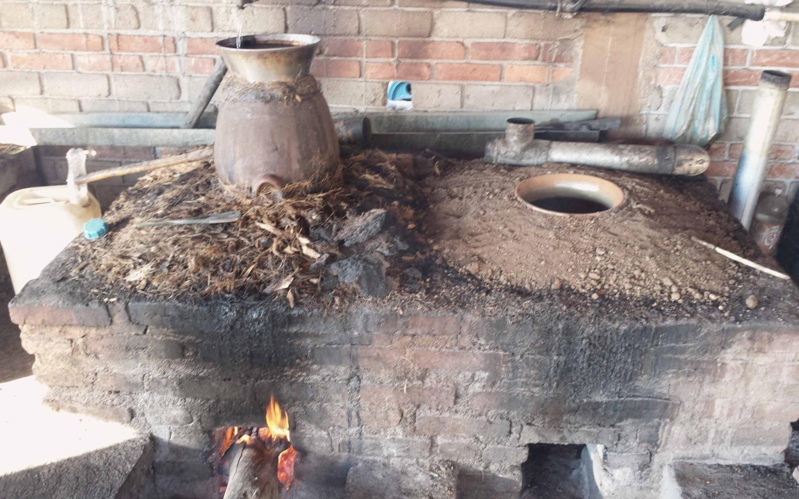"""""""El baro"""" Distillation Method - PHOTO: FLICKR/ ilf_"""