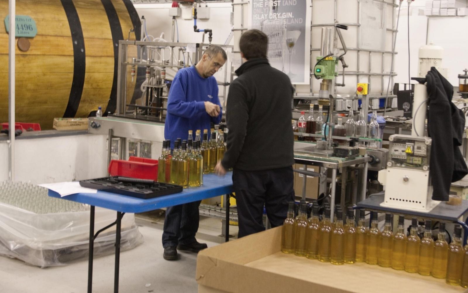 Inserting corks in bottles of Bruichladdich Whisky - Photo: Flickr/ Michael McKechnie