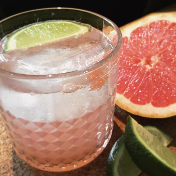 Gin and grapefruit fizz