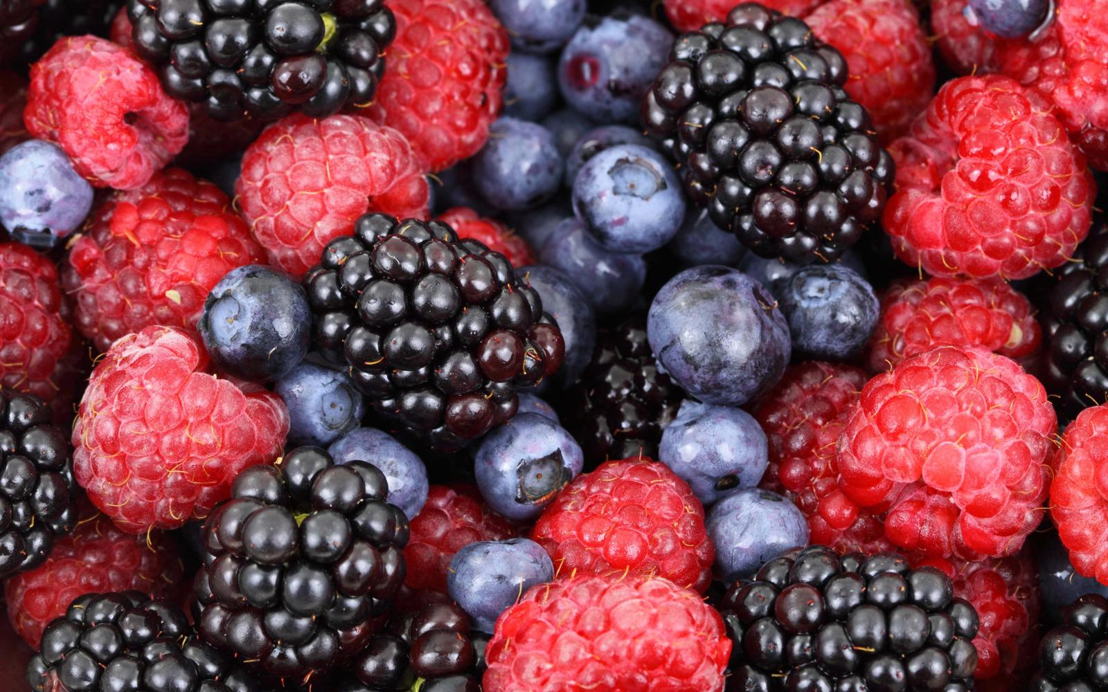 Bring out the fruity flavours in your Gin by snacking on fresh berries! Photo: Pxhere