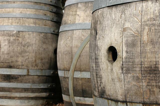 Oak wood barrels / Photo: Flickr - reynermedia