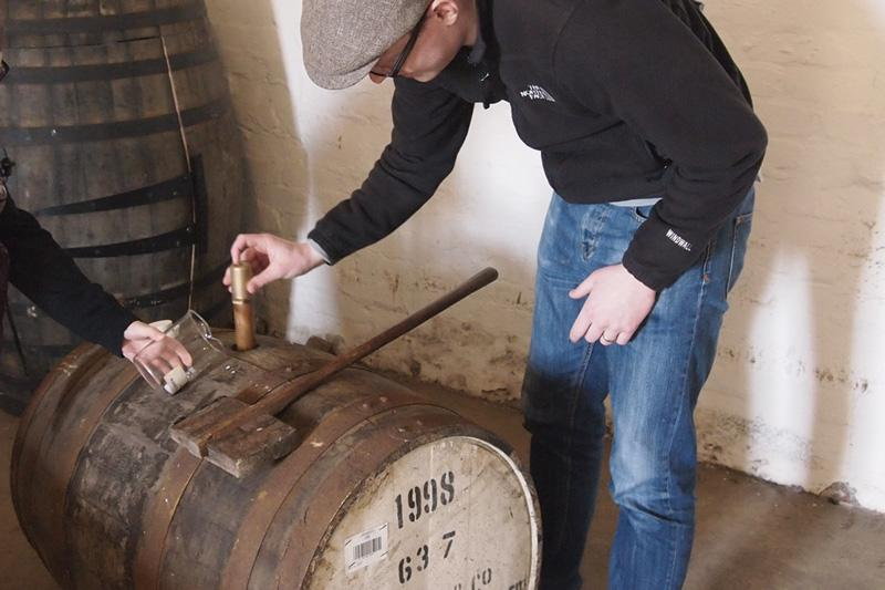Sampling Whisky from the cask - Photo: Flickr/emmajane