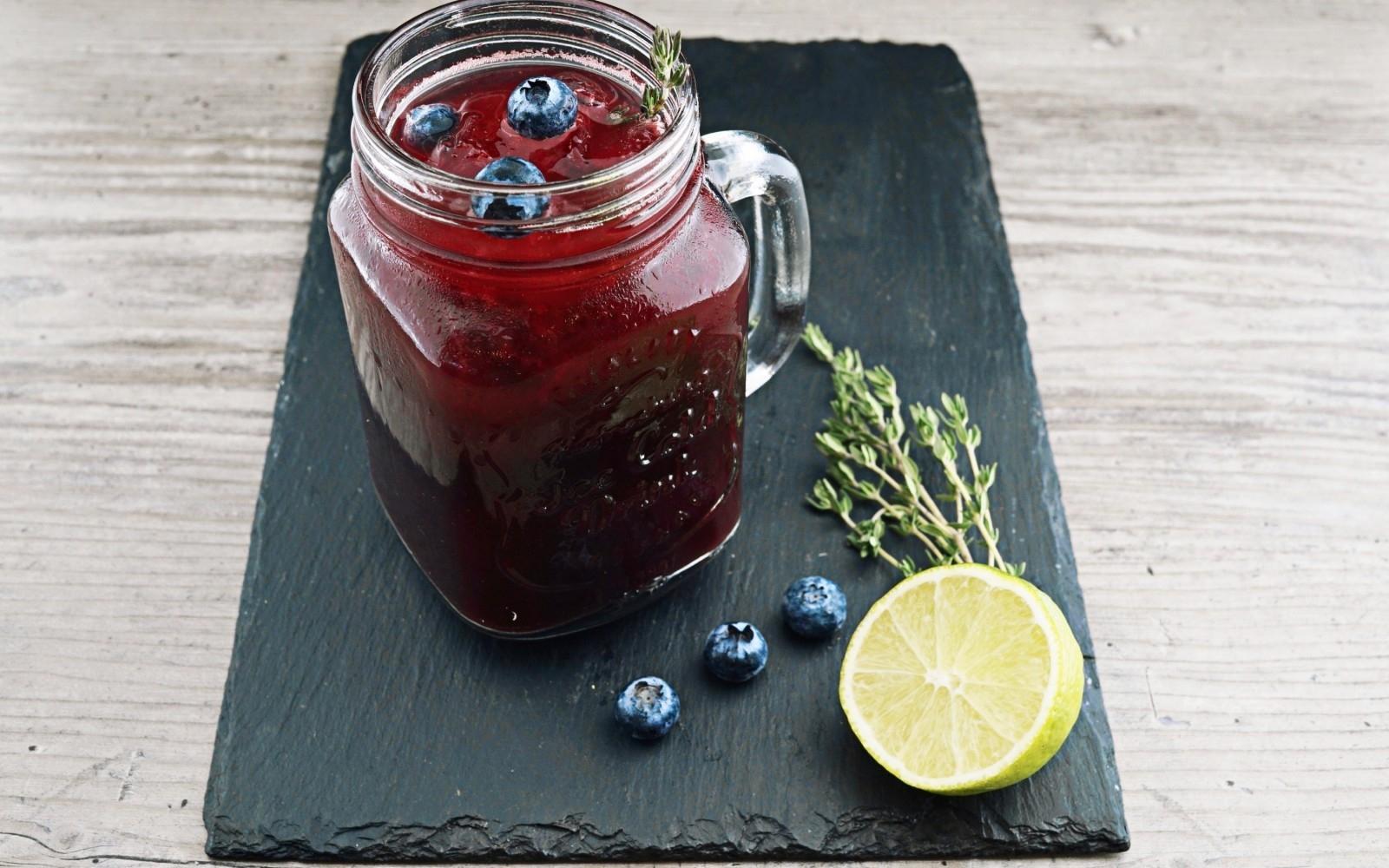 Sloe Gin Cocktail - Photo: @wesual (Unsplash)